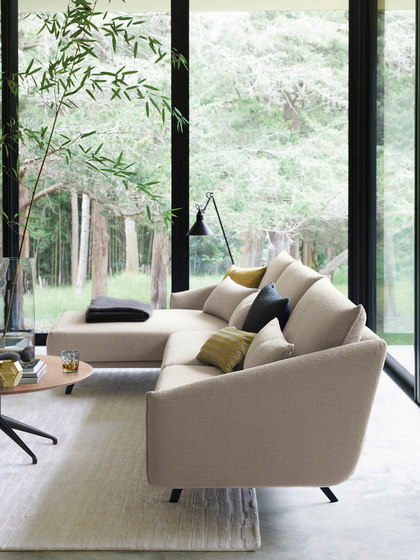 Costura armchair by STUA
