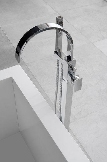 Sade - Shower head with shower arm - complete set by Graff