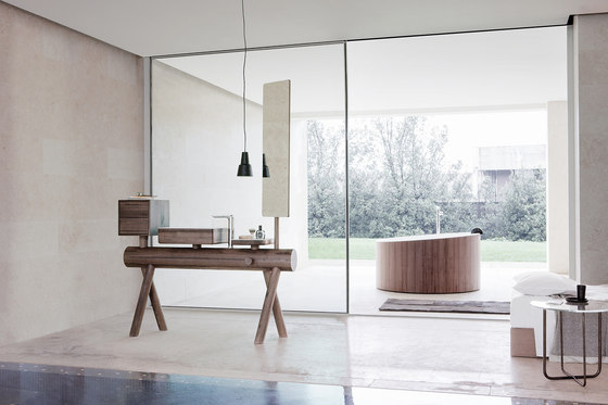 Dressage - Stool in solid wood and Corian® de Graff
