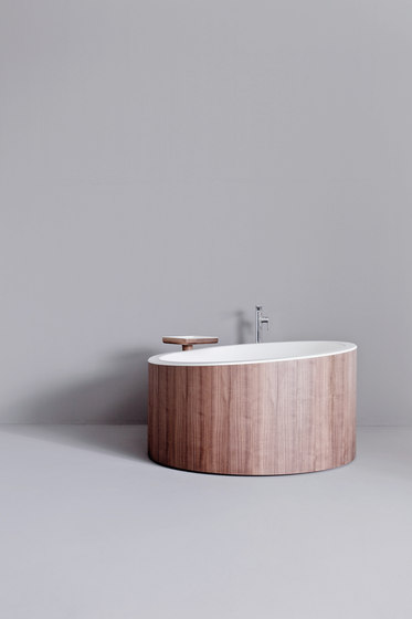 Dressage - Bathtub tray in solid wood and Corian® de Graff
