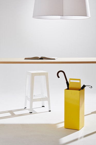 Tuck Bar Stool von DesignByThem