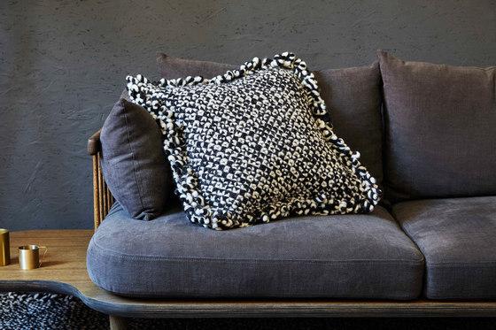 Waan Rug Black & White 4 by GAN