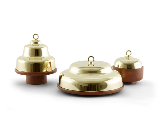 Belle - Wide green stand & brass cloche dome de Incipit Lab srl