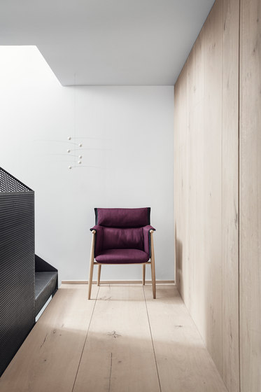E005 Embrace chair by Carl Hansen & Søn