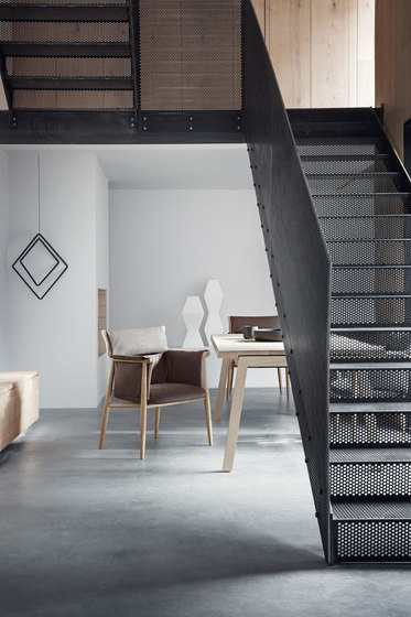 E005 Embrace chair by Carl Hansen & Søn