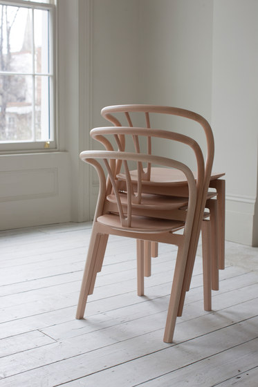 Flow | dining chair with walnut seat von Ercol