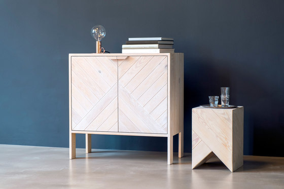 Series 45 Cabinet de Daniel Becker Design Studio