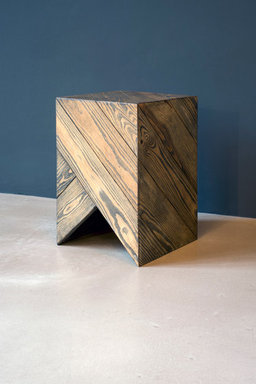Series 45 Stool/Side Table black&white stripes de Daniel Becker Studio