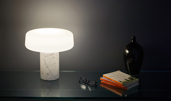 Solid. Table Light – Small – Serpentine Green von Terence Woodgate