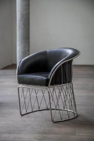 Equipal Chair by Luteca