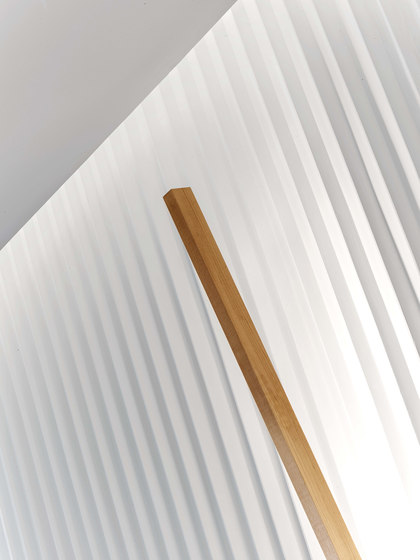 4 ft Vertical Sconce di STICKBULB