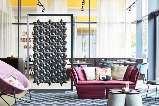 Freestanding Room Divider Facet - chestnut von Bloomming