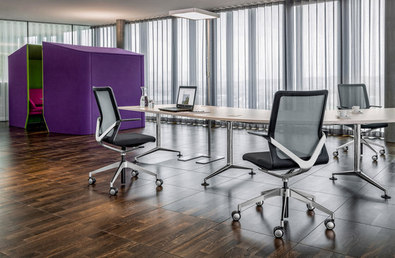 Linq conference swivel chair di Girsberger