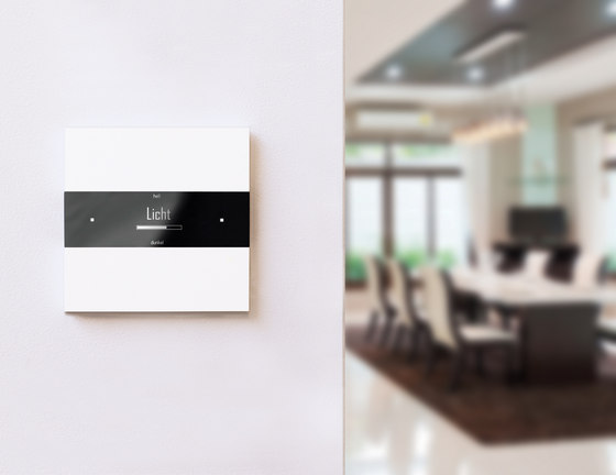 Deseo intelligent thermostat - black glass di Basalte