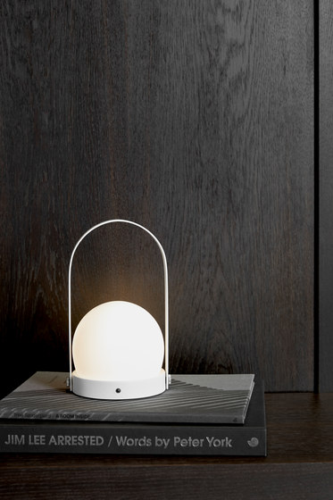 Carrie LED Lamp | Brushed Brass di MENU