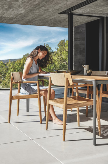 Archi Dining Chair with Arms de Gloster Furniture GmbH