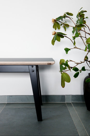 6Grad | bench/sidetable by Jan Cray