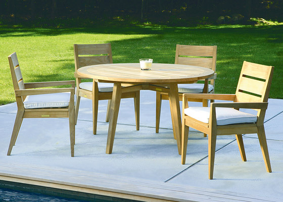 "Algarve Round Dining Table | 52"" de Kingsley Bate"
