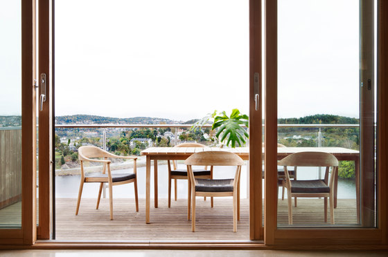 Skagen Dining Table by Oasiq