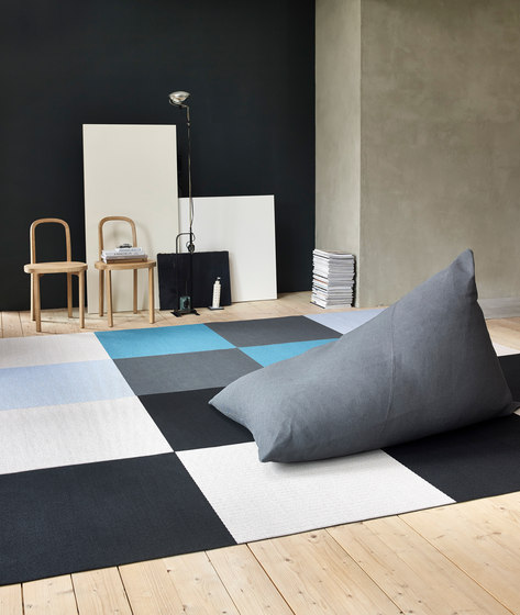 Squareplay paper yarn carpet by Woodnotes