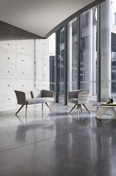 Cell 75 sillón pequeño reuniones tapizado con brazos de sitland