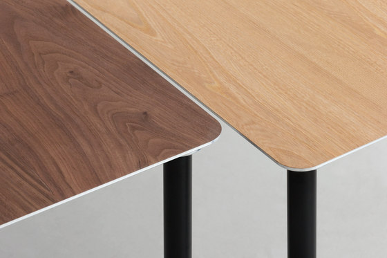 TEE | table de By interiors inc.