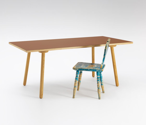 MT2 Oak linoleum table de Faust Linoleum