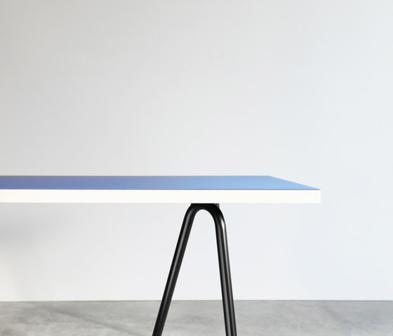 Sinus linoleum table de Faust Linoleum