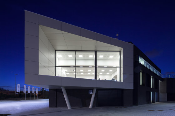 In-Tile Workspace Lighting by Kreon