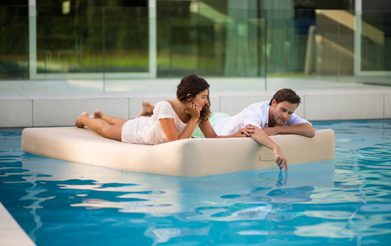 Jackie | floating lounger twin extra soft by Mr Blue Sky