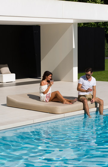 Jackie | floating lounger extra soft by Mr Blue Sky