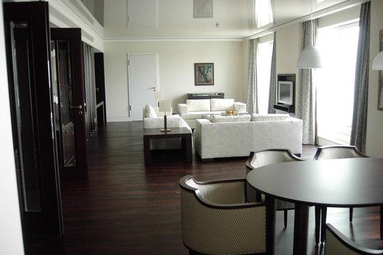 Villa | 323 01 von Tonon