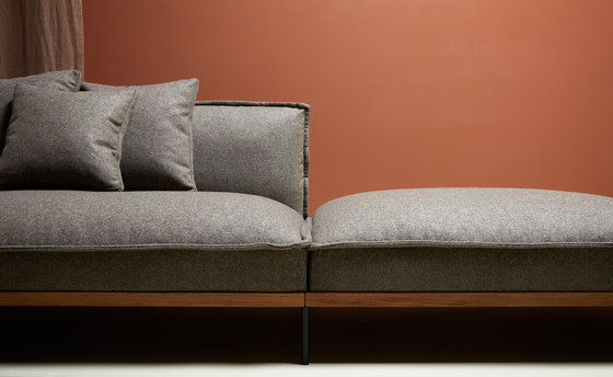 Jord Sofa 2 seater with armrests by Fogia