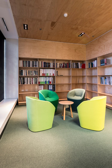 Blom Chair de Schiavello International Pty Ltd