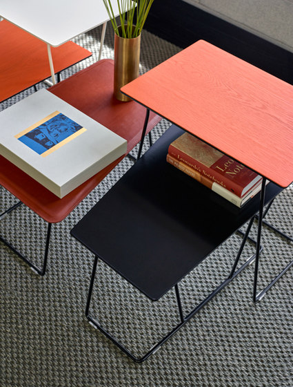 Tango Table di Schiavello International Pty Ltd