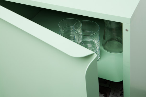 Collar cabinet with drawers by Quodes