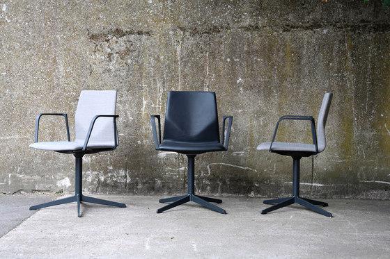 Four Cast® Evo armchair de Four Design