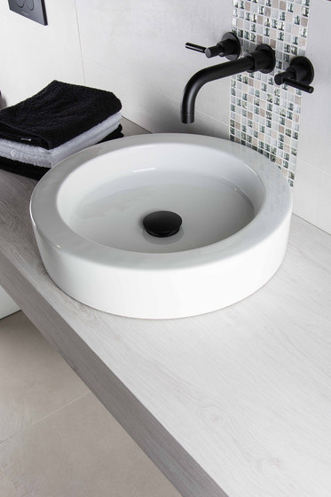 Corsair | Grande Inset Bathtub de BAGNODESIGN