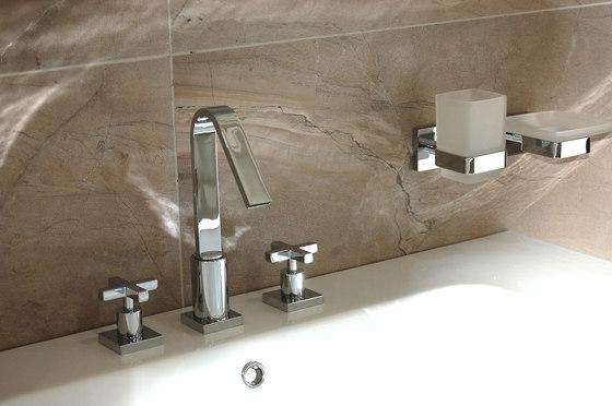 Corsair | Oval Inset Bathtub by BAGNODESIGN