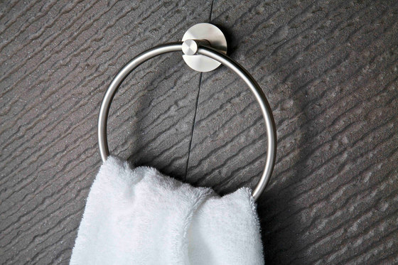 IX304 | Wall Mounted Toilet Roll Curved Holder de BAGNODESIGN