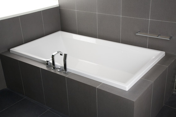 Smooth | Inset Bathtub by BAGNODESIGN