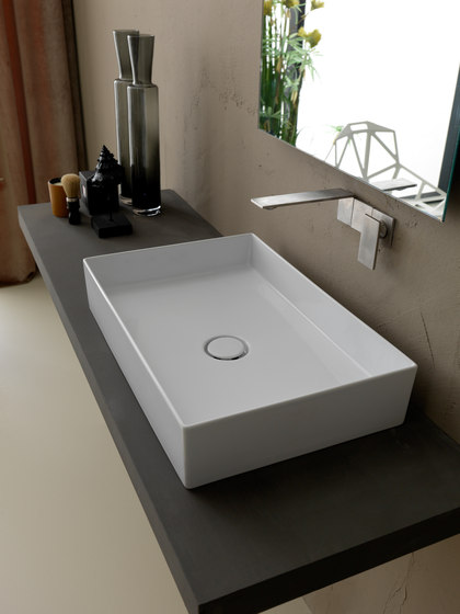 Stratos | Freestanding Bathtub by BAGNODESIGN