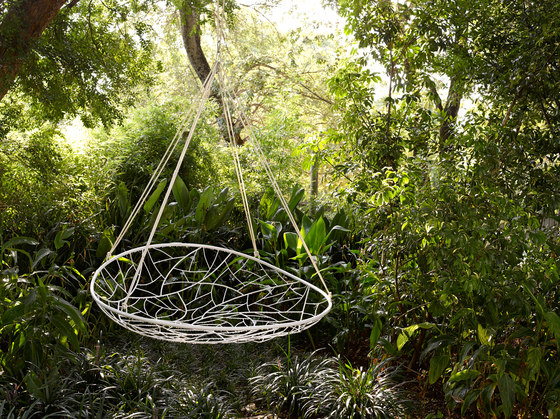 Big Basket hanging swing chair de Studio Stirling