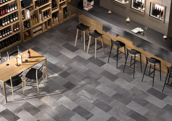 Tracce Mosaico Arrows Dark Grey di EMILGROUP