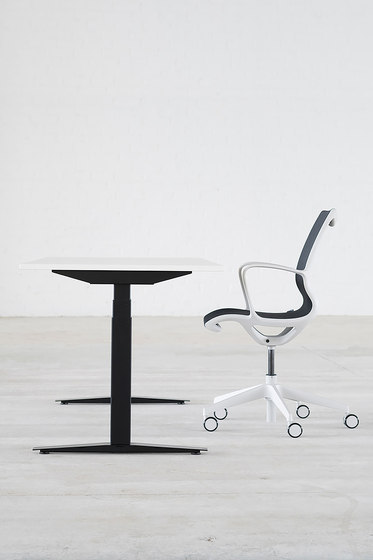 Still Meeting | office chair by Isku