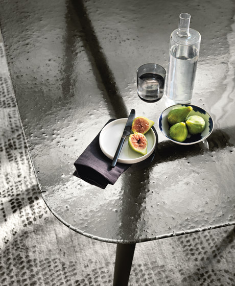 MAGMA table by Fiam Italia