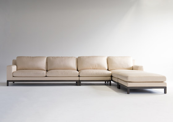 "QUODO 35 1/2"" Armless Sofa di Conde House"