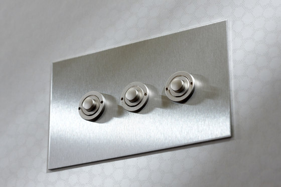 Invisible Lightswitch® with Nickel Silver button dimmer di Forbes & Lomax