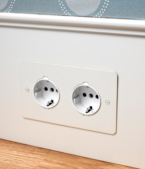 Stainless Steel double German socket di Forbes & Lomax