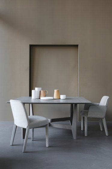 MINNE dining chair by Piet Boon